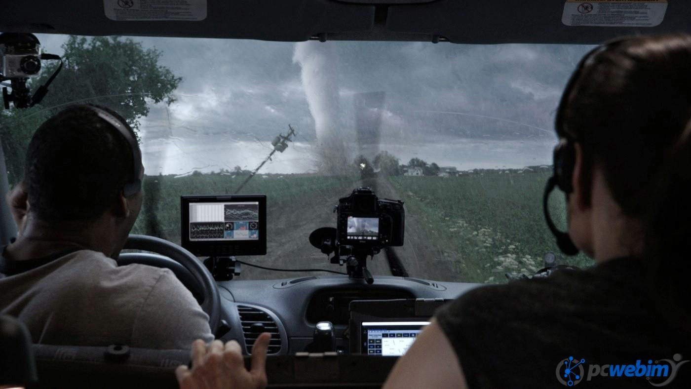 Into-The-Storm-Still-Storm-Chasers
